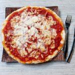 Pizza sans gluten et avec du fromage de brebis