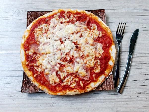 Pizza sans gluten et alternative sans fromage