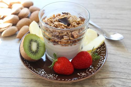 Granola pour un petit déjeuner sans gluten, sans lait facile et rapide